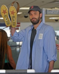 gallery_enlarged-benaffleck-lax-photos-08262008-06