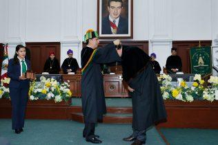 El artista plástico agradeció al rector Jorge Olvera la entrega de este reconocimiento por parte de la UAEM, que calificó como la mayor distinción recibida a lo largo de su vida.
