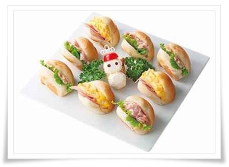 セブンイレブンのクリスマスオードブル!内容や値段は?予約必須?雪だるまのクリスマスロール