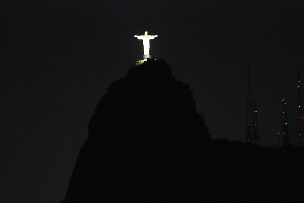 Rio De Janeiro Jesus Statue Hd Wallpaper Christ The Redeemer Statue Seven Wonders Of The World 2012