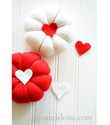 diy-heart-red-felt-pincushions