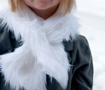 Faux Fur Slip Through Scarf Tutorial_DSC_1131