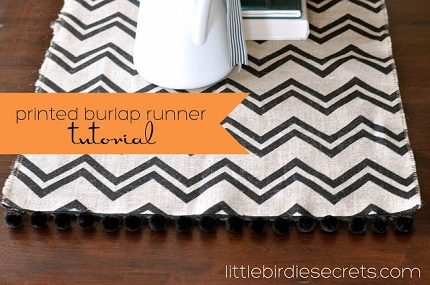 Tutorial: Printed burlap and pom pom trim table runner