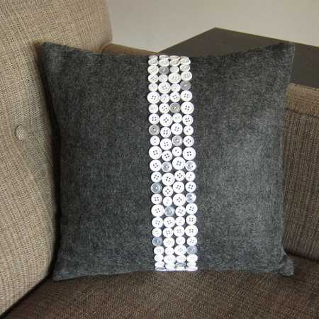 Tutorial: Button stripe throw pillow