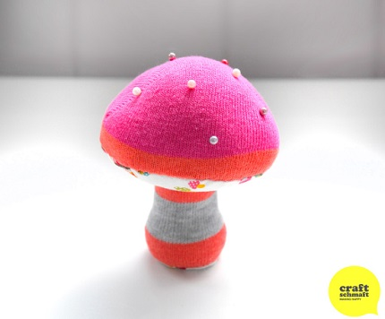 Free pattern: Mushroom pincushion from a women's sock