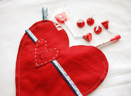 Tutorial: Valentine's Day stockings to hang from the mantel