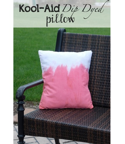 Tutorial: Kool-Aid dip dyed pillow cover
