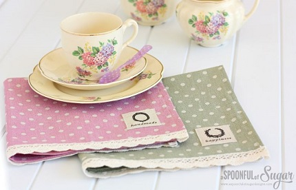 Tutorial: Lace trimmed linen napkins