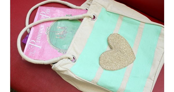 Tutorial: Library tote with a glitter heart library card pocket