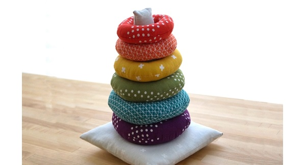 Free pattern: Fabric stacking ring toy