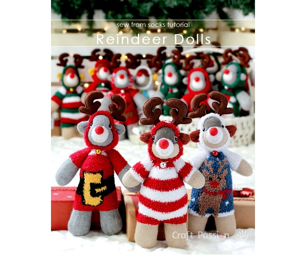 Free pattern: Sock reindeer wearing Christmas onesies