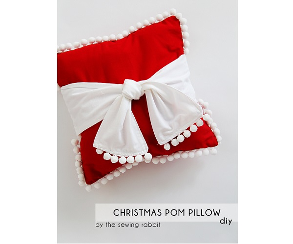 Tutorial: Pom pom sash Christmas pillow