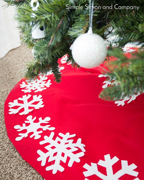 Tutorial: No-sew felt snowflake Christmas tree skirt