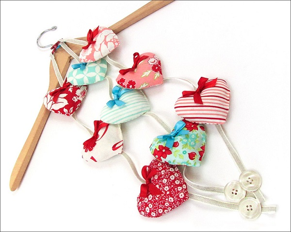 Tutorial: Valentine heart sachets on a string