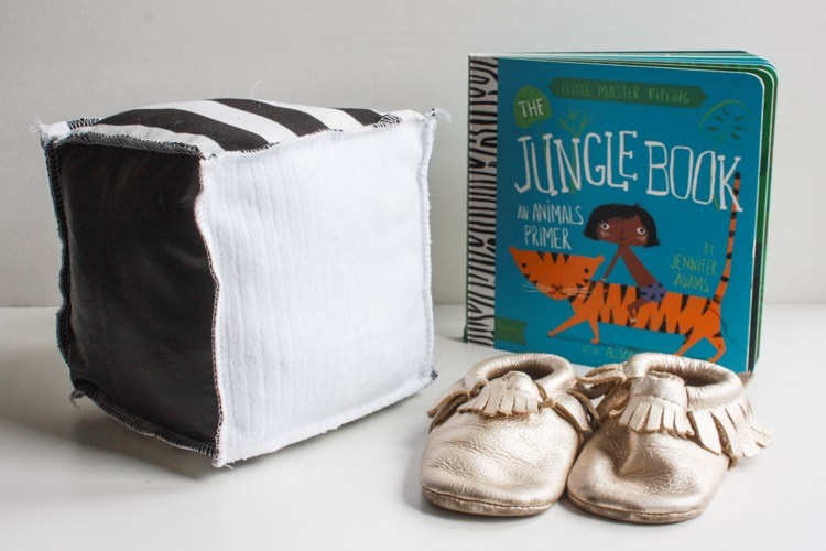 Tutorial: Serged fabric sensory blocks for baby