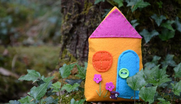 Free pattern: Felt fairy house
