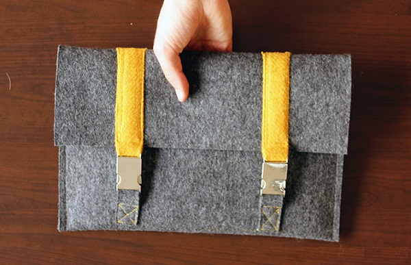 Tutorial: Satchel inspired laptop or tablet sleeve
