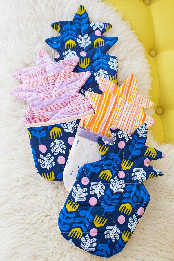 Free pattern: Pineapple oven mitt