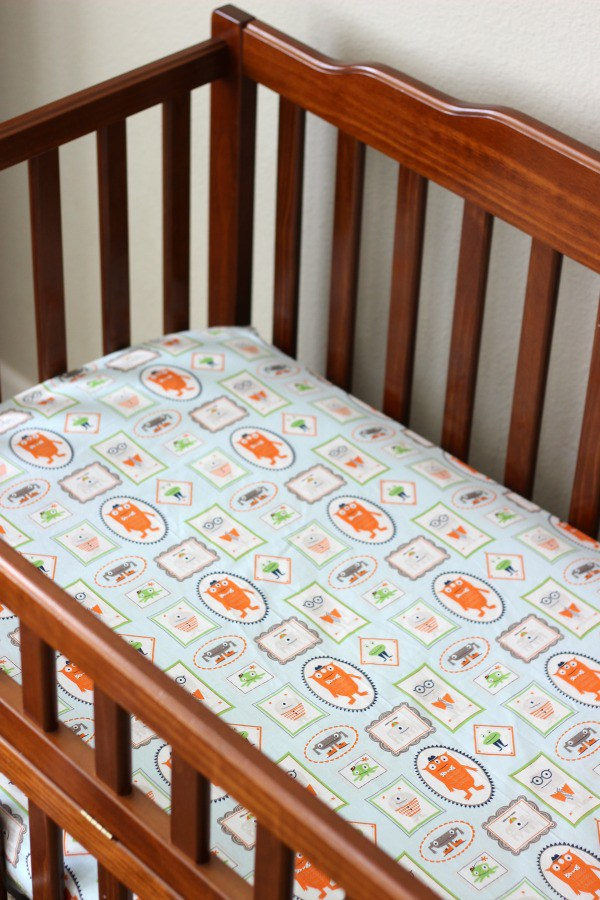 Tutorial: How to make fitted crib sheets