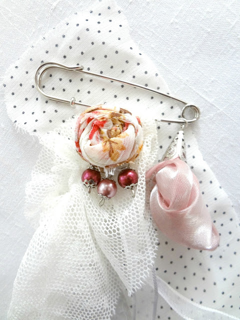 Tutorial Shabby chic brooch from your sewing scraps