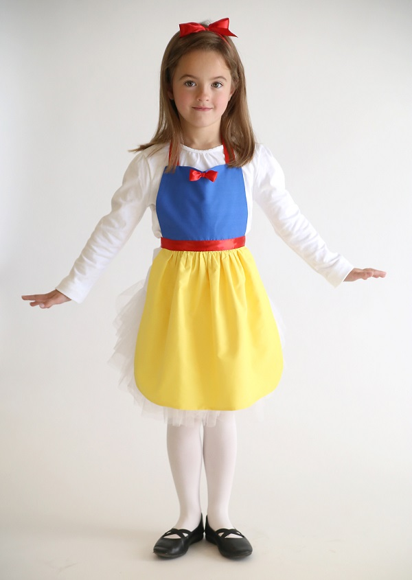 Free pattern snow white play apron for girls sewing