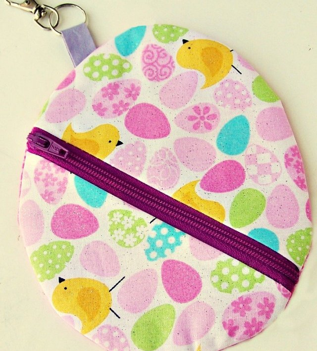 Easter Egg Pouch with key holder 2 Easter Egg Zipper Pouch with Key Holder Tutorial