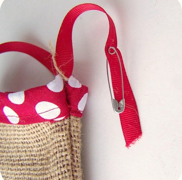 threaded ribbon Easy Burlap Drawstring Bag Tutorial