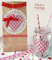 http://i0.wp.com/sewlicioushomedecor.com/wp-content/uploads/2015/01/Valentine-Treat-Bags-and-matching-mason-jars-at-sewlicioushomedecor.jpg?fit=174%2C200