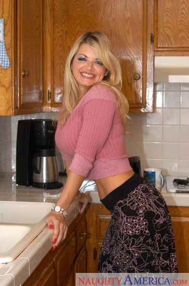 Vicky Vette in My Friend's Hot Mom