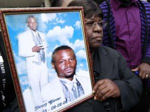 Henry Glover's mother Edna Glover holds picture after NOPD sentencing 033111 by Michael DeMocker, T-P
