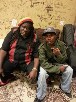 Doug Carn relaxes backstage with JR after a great concert at Freight and Salvage in Berkeley on Friday, Aug. 9. – Photo: Block Report