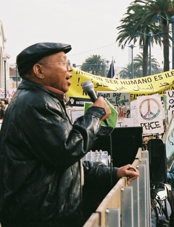 Willie Ratcliff Embarcadero March crowd 012707 by Pat Monk, cropped, web