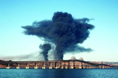 Chevron Richmond refinery fire, bridge in foreground 080612 by Harrison Chastang