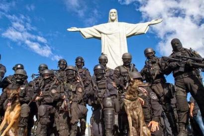 Brazil police, Jesus statue Rio FIFA 0614