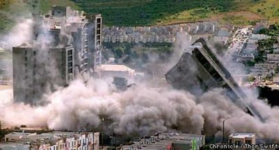 The twin 20-story Geneva Towers, located just a few minutes away from Candlestick in Visitacion Valley, were imploded on May 16, 1998. Note the dust cloud – laden with toxins – over hundreds of homes. – Photo: Thor Swift, SF Chronicle