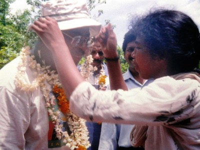 Runoko Rashidi is welcomed into a Dalit village, his visit organized by the Kerala Dalit Panthers in April 1998. K. Ambu Jakshan is barely visible in the background.