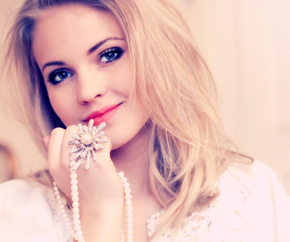 Cute Stylish Girl Wallpaper Download 200 Stylish Cute Attitude Facebook Dp Amp Profile Pics For Fb