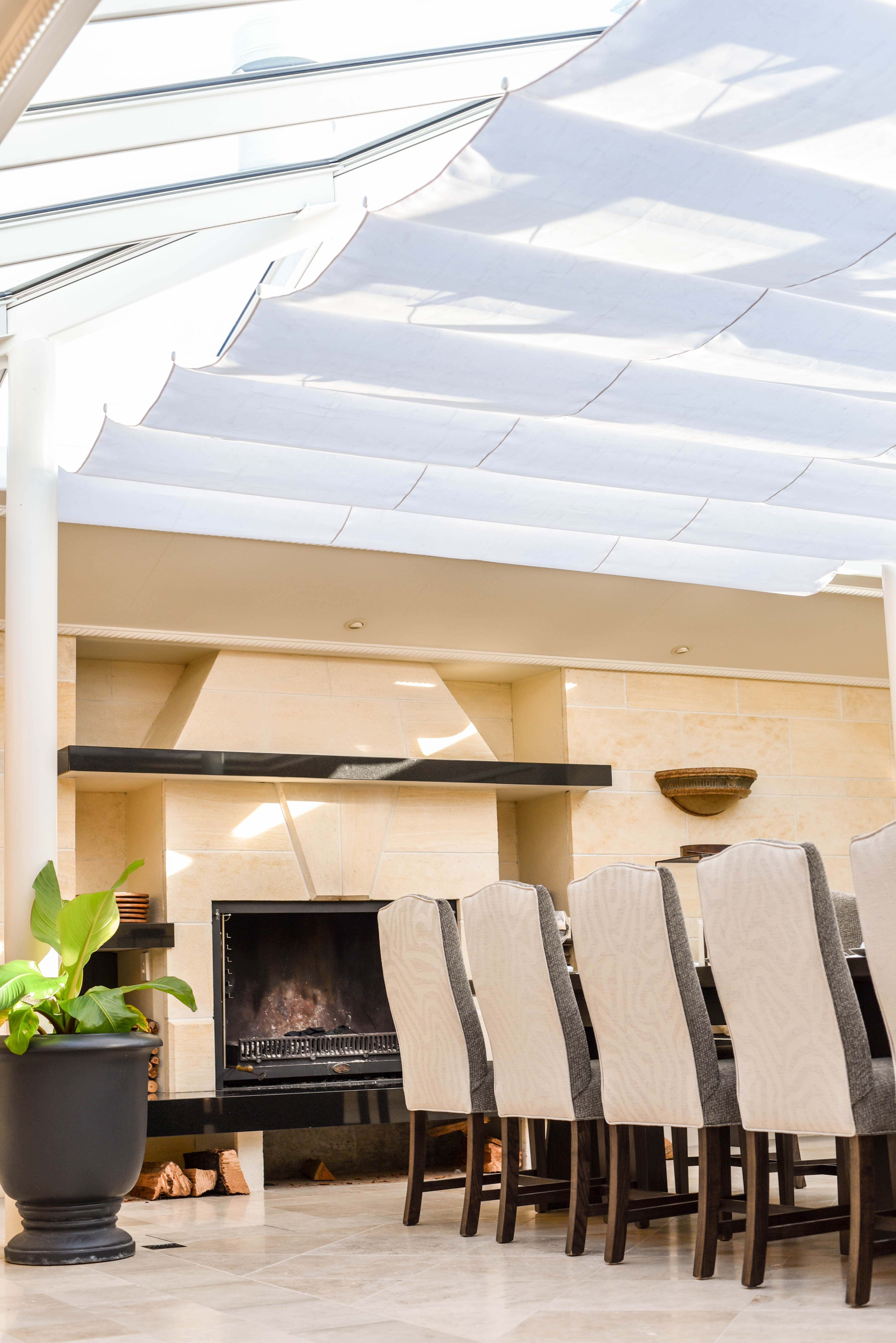 Store Exterieur Retractable New Wave Shade Version 3 Retractable Shades
