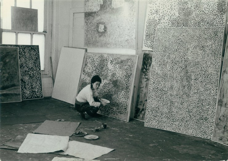 The artist, now with 87 years, lives voluntarily in a psychiatric hospital since 1977.
