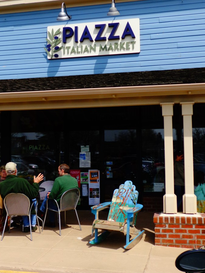 Piazza in Easton, Maryland on Shalavee.com