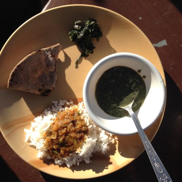 kumaoni-food-galat-dal-palak-leafy-vegetables-chicken-curry-buckwheat-roti