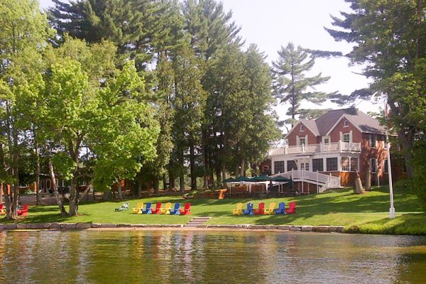 family-vacation-muskoka-retreat-rental-cottage-resort-inclusive-wedding-corporate-meeting-7