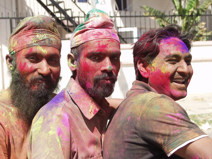 guide to celebrating Holi in India