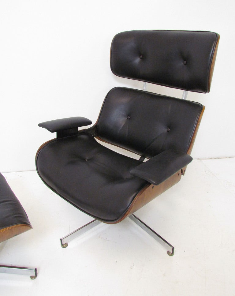 Mid Century Leather And Walnut High Back Swivel Lounge - Leather High Back Lounge Chair