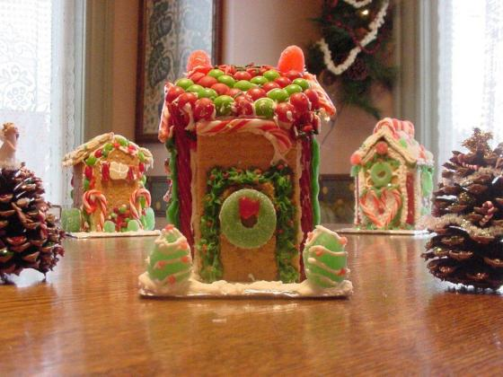 ginger bread houses 2