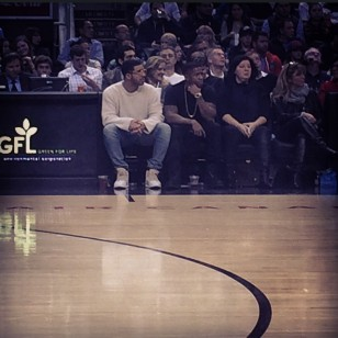 drake courtside