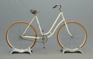 An 1896 Barnes White Flyer.