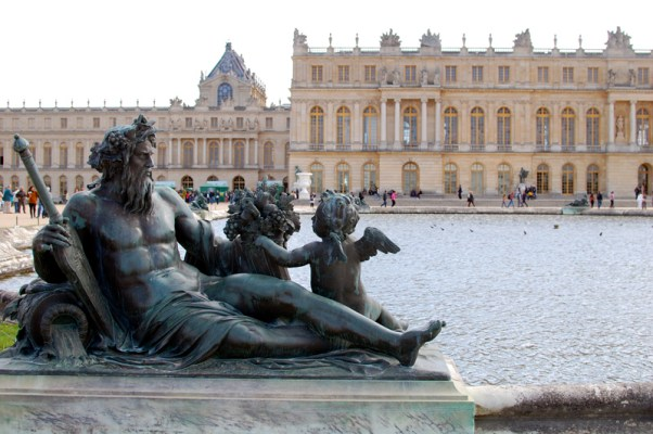 how to get to versailles from paris by train