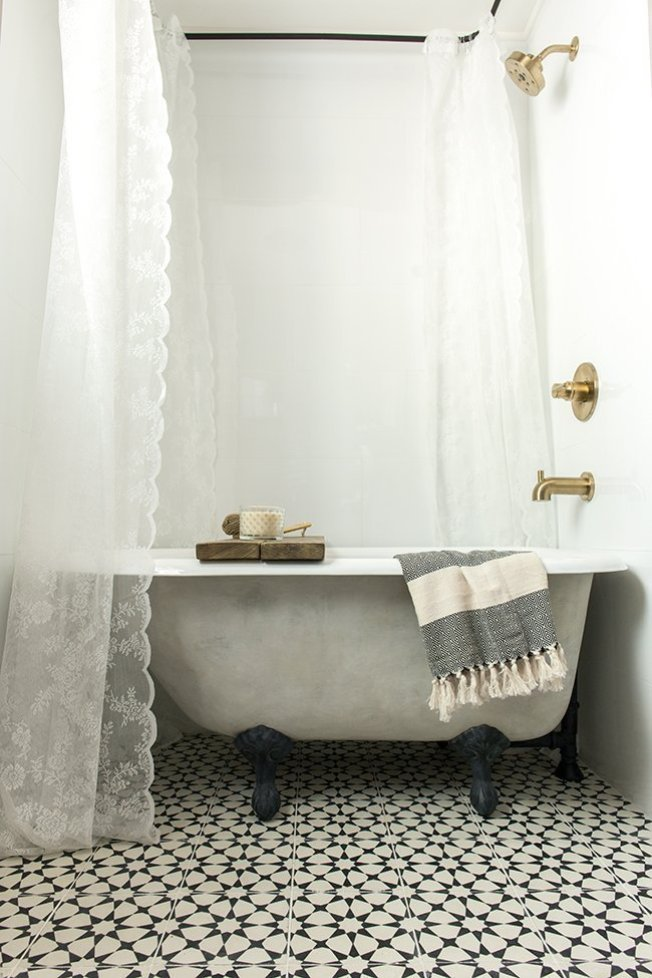 Vintage Clawfoot Bathtub