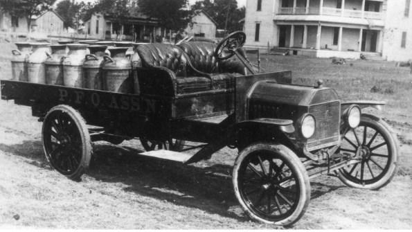運送牛奶車 (milk delivery truck)/圖片來源:The Portal to Texas History